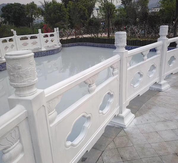 白色水泥栏杆